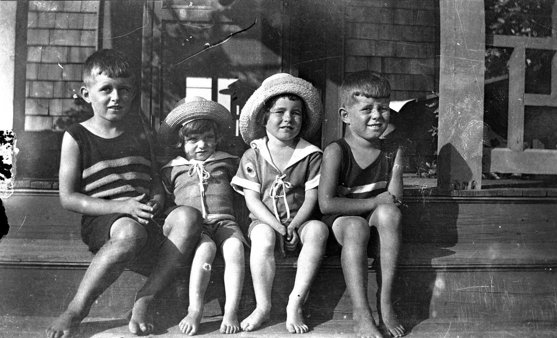 Cuatro de los hermanos Kennedy en Massachusetts
