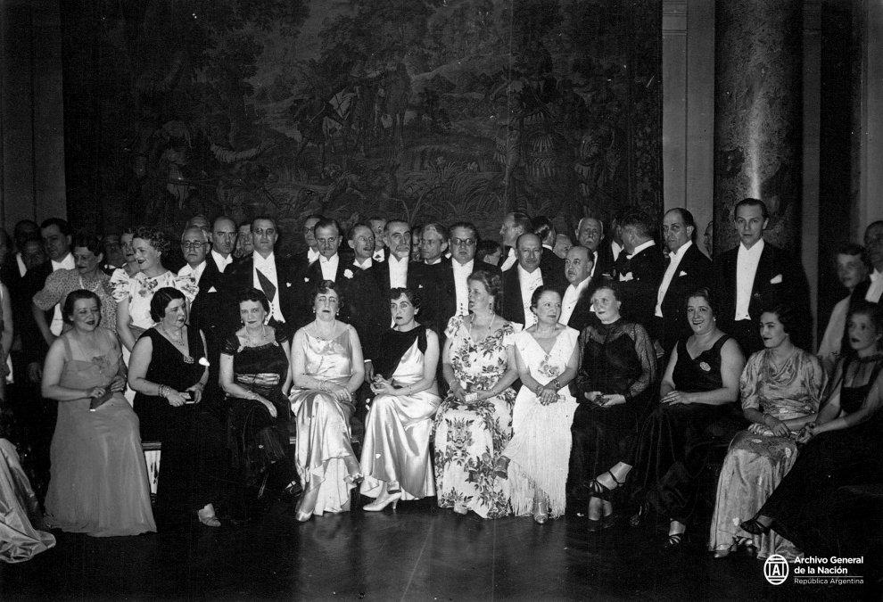 Distinguidos comensales del banquete que el cuerpo diplomático ofreció en el Jockey Club al Ministro de Relaciones Exteriores