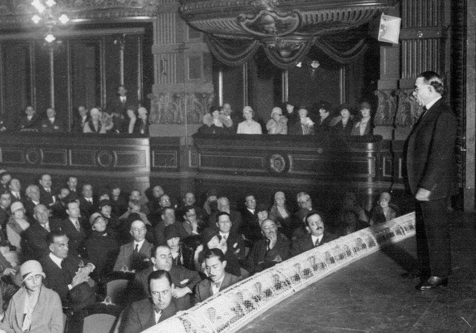 ConferenciaDe la soberaníaa la potenciaen el Teatro Ópera