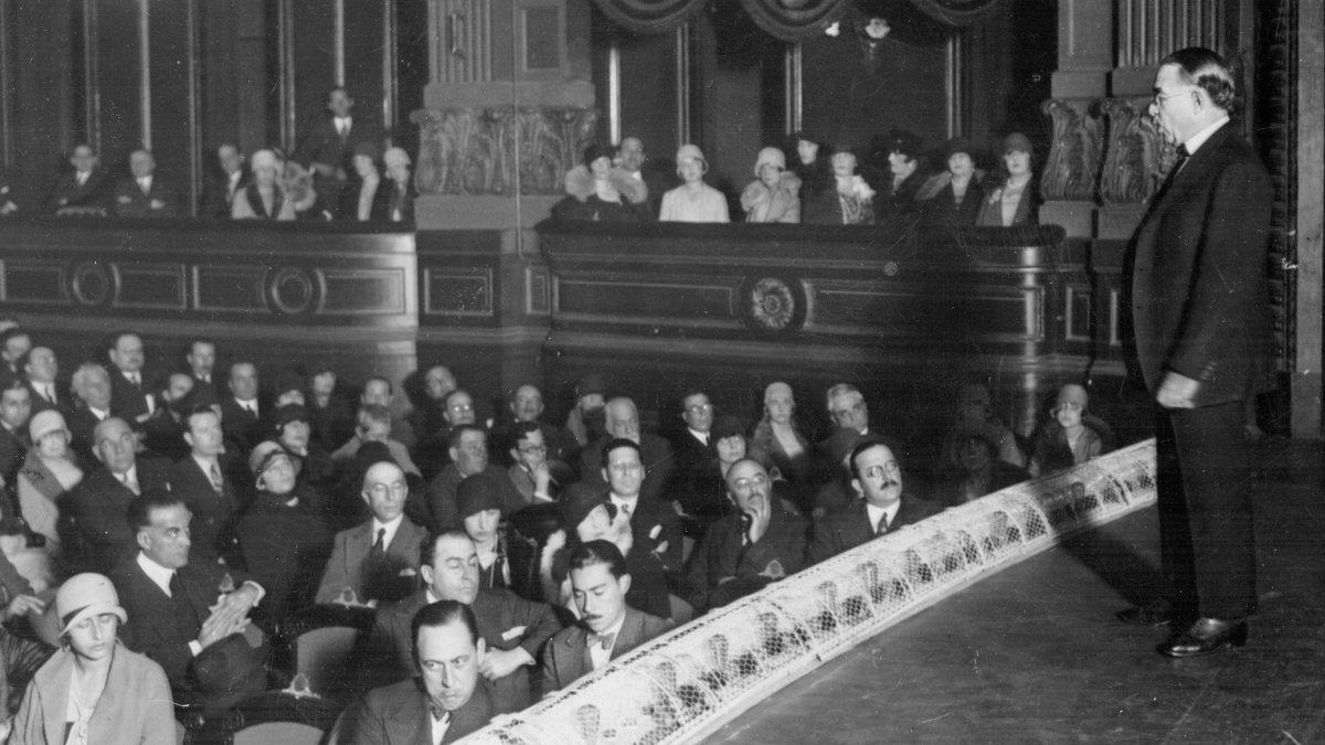 ConferenciaDe la soberaníaa la potenciaen el Teatro Ópera, 1928.
