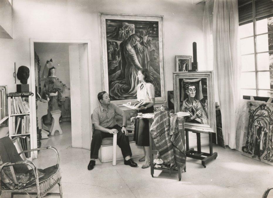 Raquel Forner y Alfredo Bigatti en el estudio de la pintora