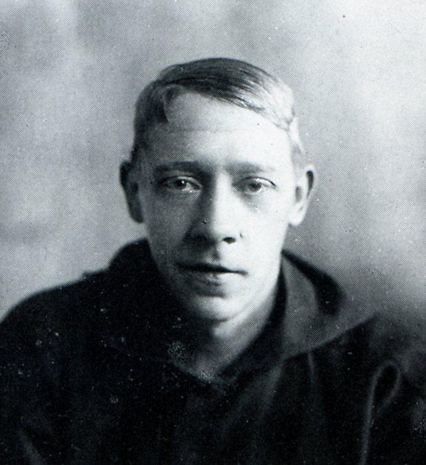 Vladímir YevgráfovichTatlin (28 de diciembre de 1885 - 31 de mayo de 1953).