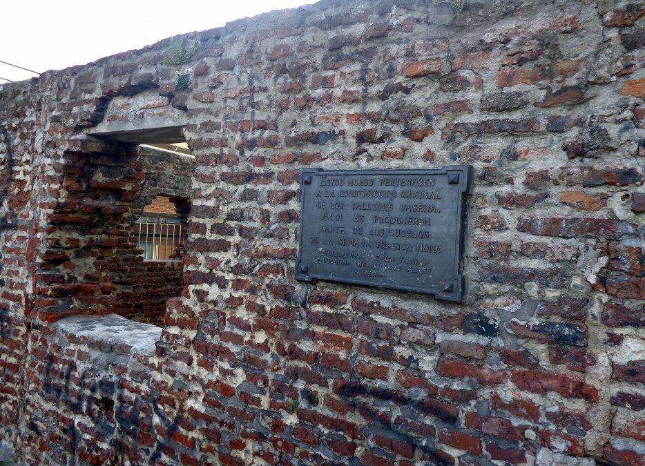 Restos de los muros de los talleres Vasena