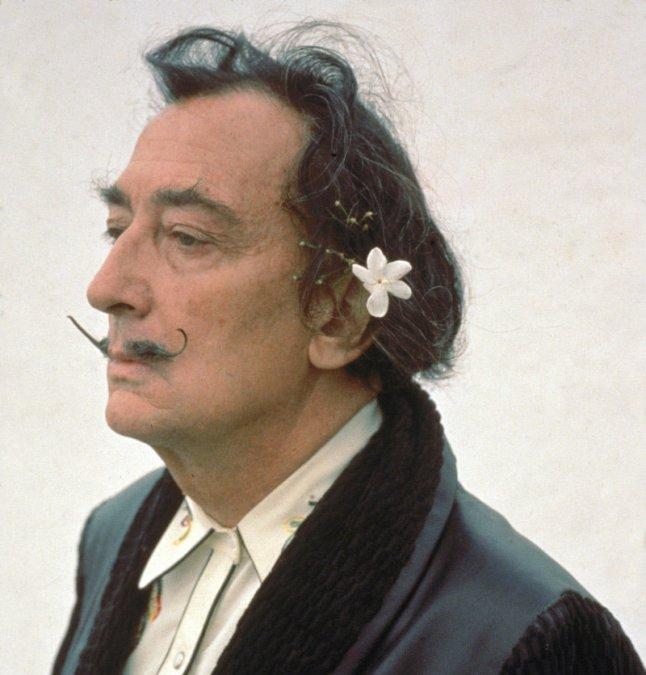 Salvador Felipe Jacinto Dalí i Domènech (11 de mayo de 1904 - 23 de enero de 1989).