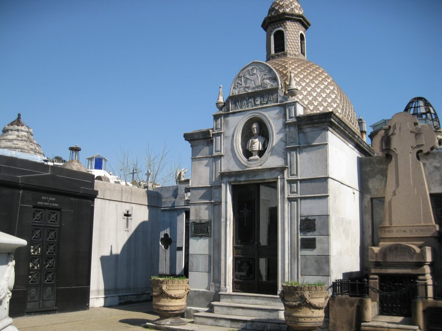 Sepulcro de Juan Cruz Varela - Cementerio de la Recoleta.