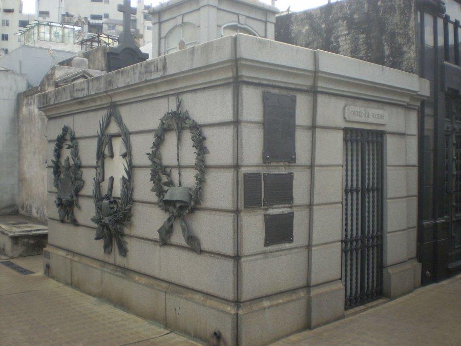 Tumba de Rosas en elCementerio de la Recoleta.