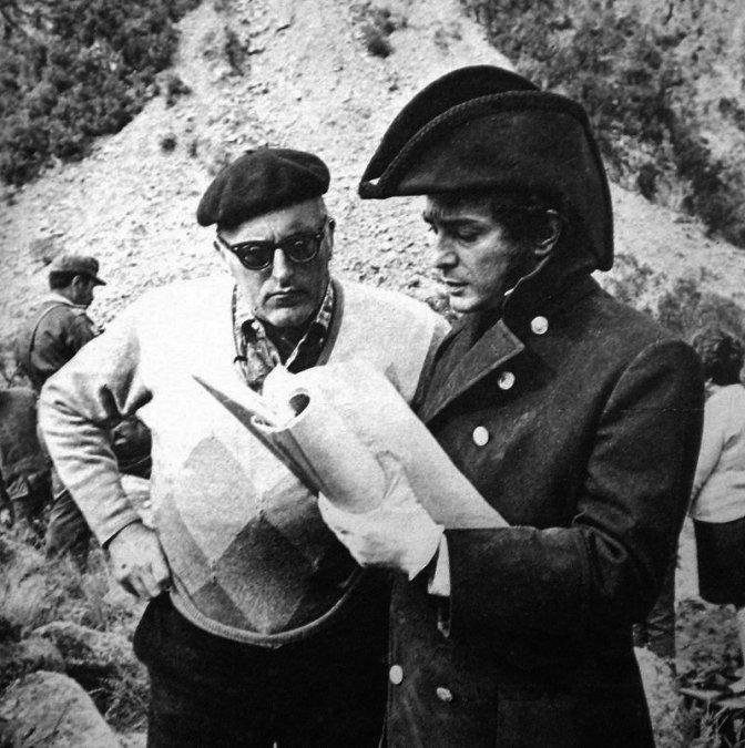 Leopoldo Torre Nilsson dirigiendo a Alfredo Alcón en El Santo de la Espada.
