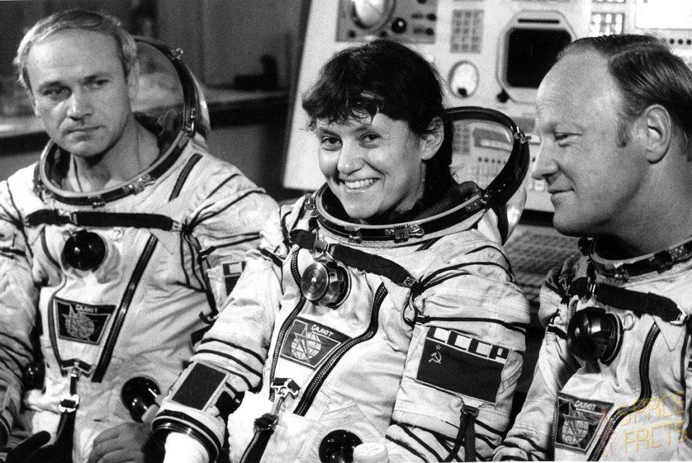 Svetlana con sus compañeros de Soyuz T-7.