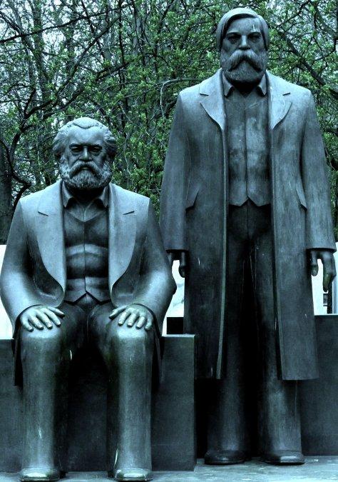 Estatua de Marx y Engels en Berlín.