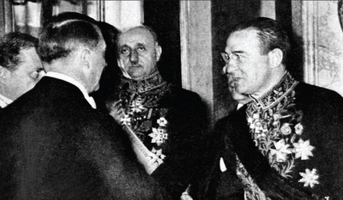 El embajador Eduardo Labougle y Adolf Hitler.