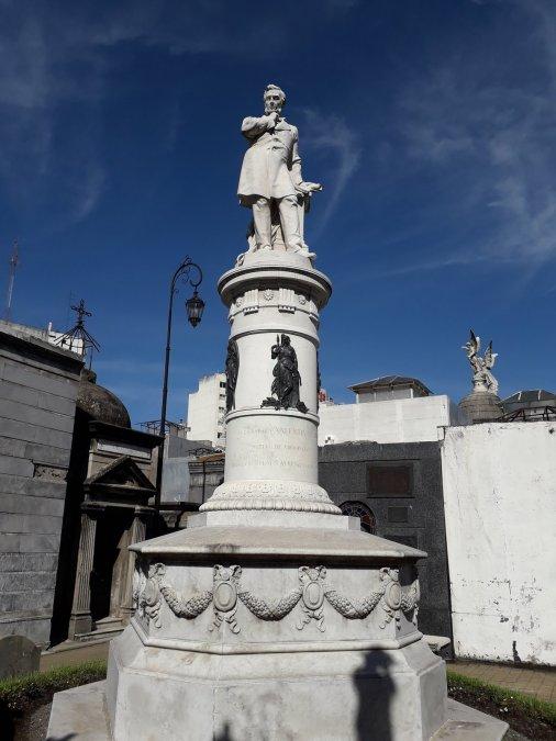 Monumento a Valentín Alsina en elCementerio de la Recoleta.
