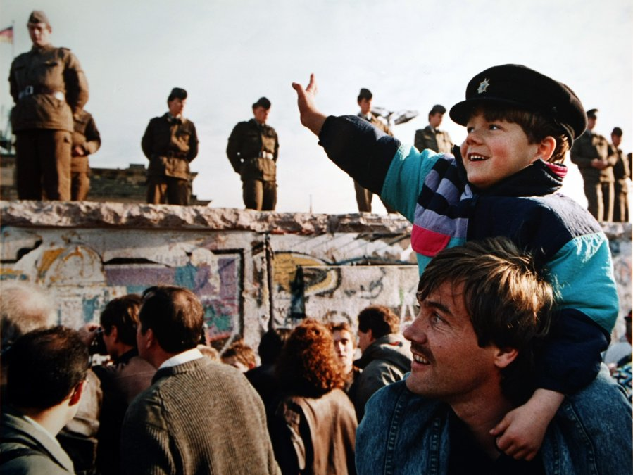 El muro cayó hace 30 años, pero Berlín sigue viendo la vida doble