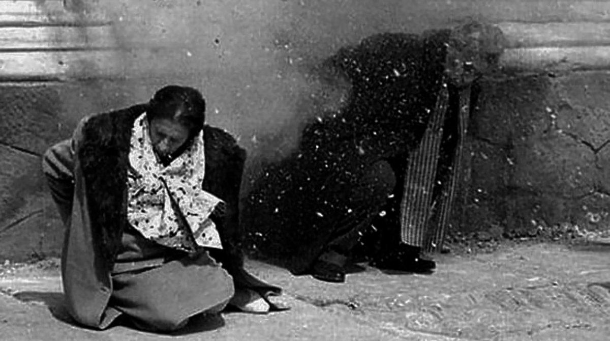 Reconstrucción de fusilamiento de Ceaucescu y su esposa Elena.