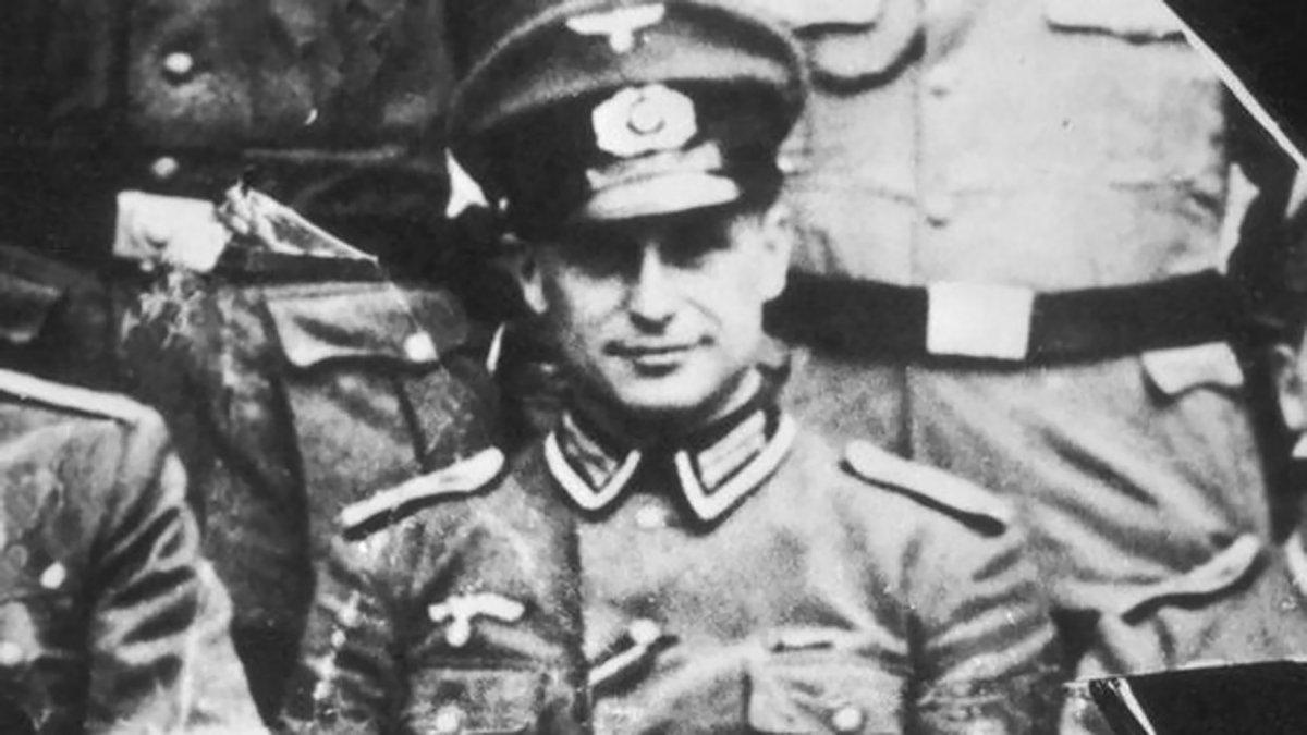 Alemán oficial de la SS y criminal de guerra nazi Klaus Barbie (1913 - 1991). Fue arrestado por crímenes de guerra en 1984 y condenado a cadena perpetua en 1987.