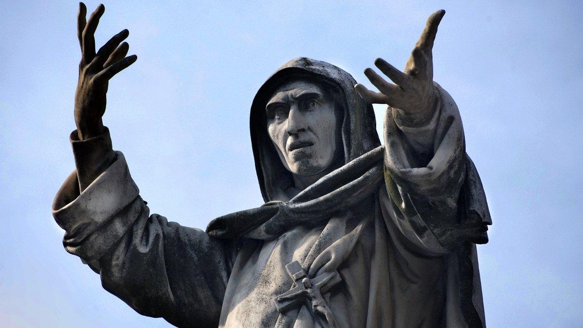 Escultura de Girolamo Savonarola en Ferrara.