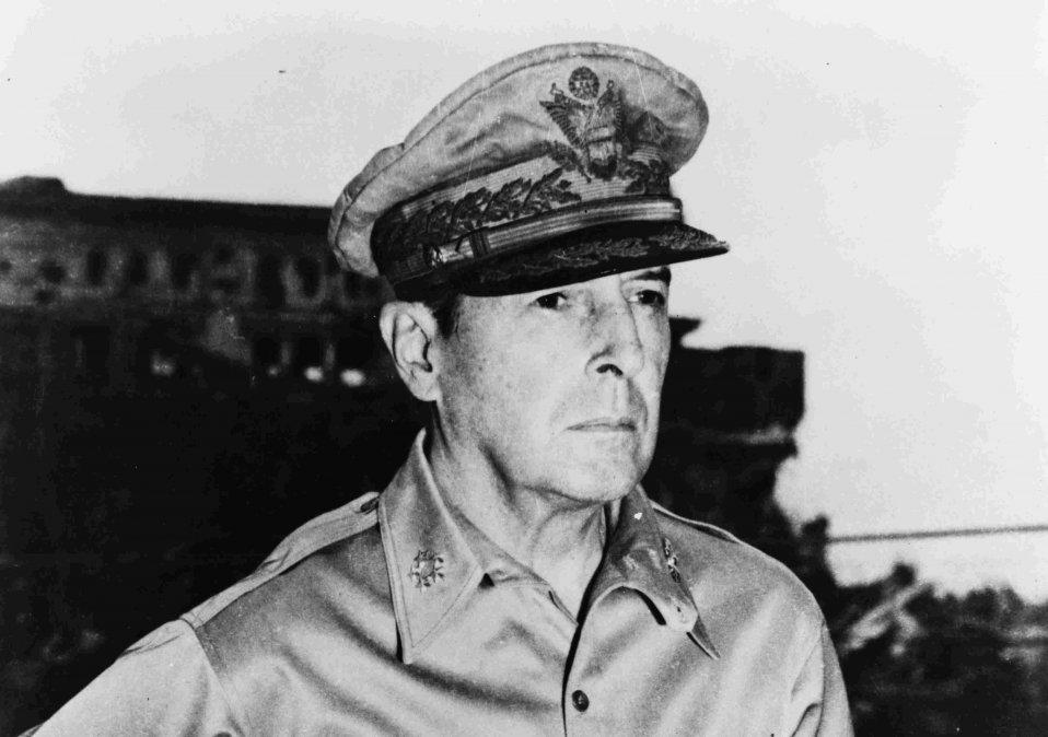 Escape de MacArthur de Filipinas | Douglas MacArthur, MacArthur, Australia,  Japón, Roosevelt, Segunda Guerra Mundial