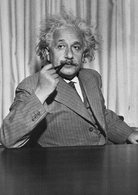 Albert Einstein publica la Teoría de la Relatividad