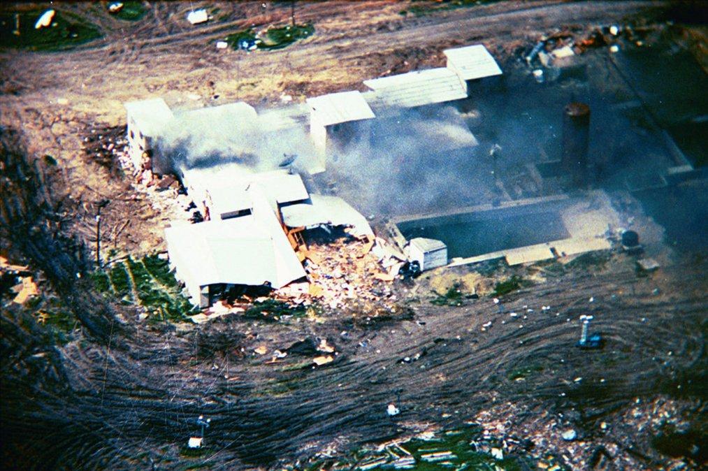El edificio de Waco (Texas) en el que se hicieron fuertes los davidianos ardió tras el asalto policial