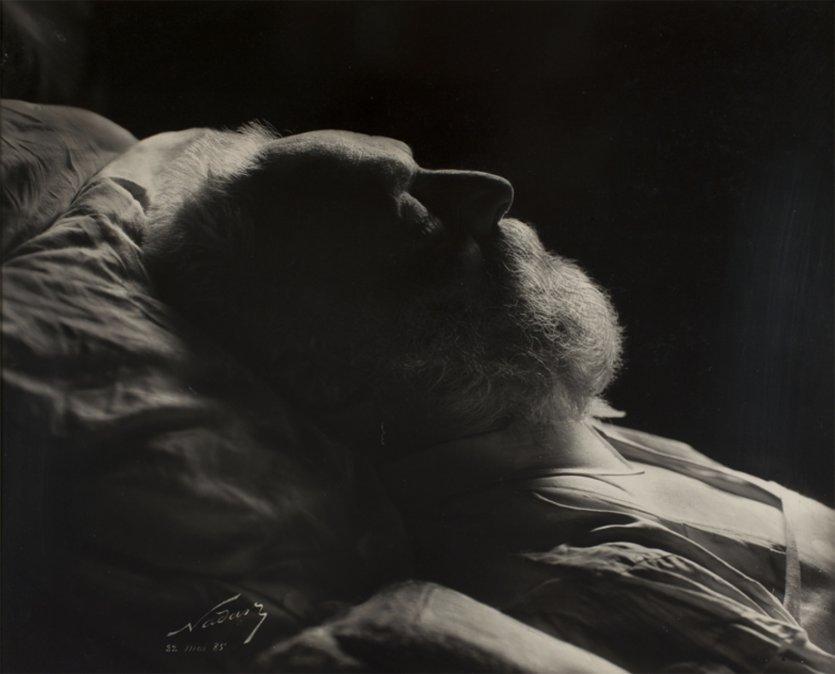 Nadar (1820-1910). Victor Hugo sur son lit de mort