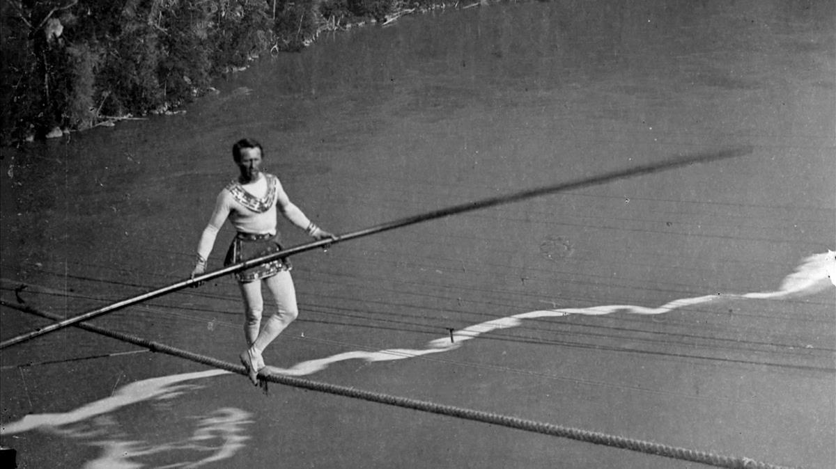 Charles Blondin y el cruce de las cataratas del Niágara en una cuerda floja