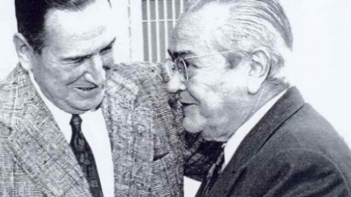 Este viejo adversario despide a un amigo..., Ricardo Balbín ante el féretro de Perón