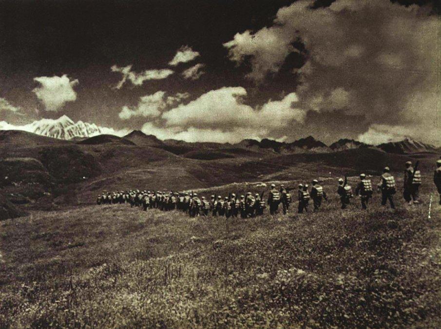 Soldados del ELP marchando hacia el Tíbet en 1950