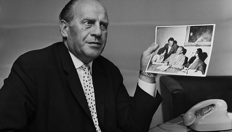 El empresario Oskar Schindler diserta  sobre salvar vidas durante el  Holocausto del Tercer Reich de Alemania en una entrevista con United  Press InternationalEl empresario  Oskar Schindler United Press  International.