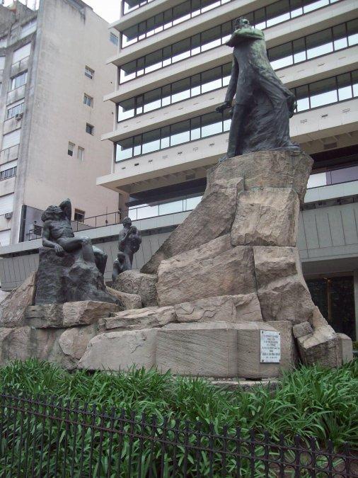 El monumento a Leandro Nicéforo Alem
