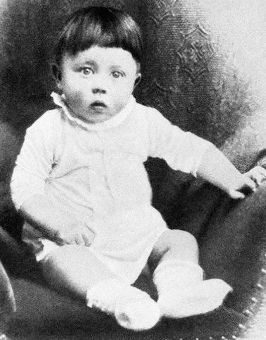 Un muy muy joven Adolf Hitler
