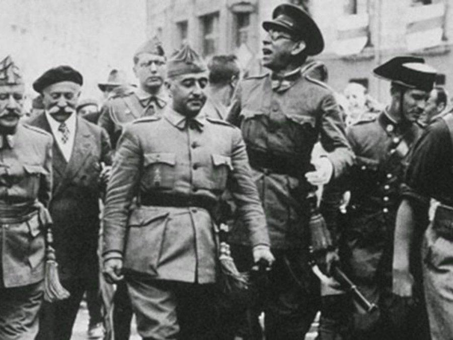 El general Franco entrando a la ciudad de Barcelona