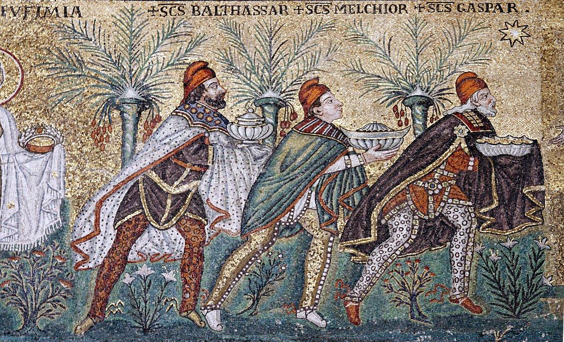 Mosaico de la iglesia de san Apolonio en Rávena que muestra a los tres Magos siguiendo la Estrella de Belén.