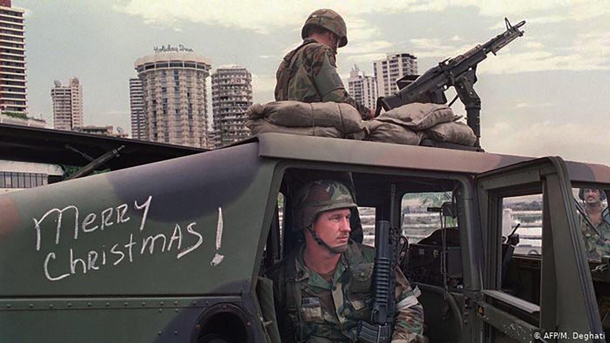 Soldados estadounidenses esperan al dictador Manuel Noriega