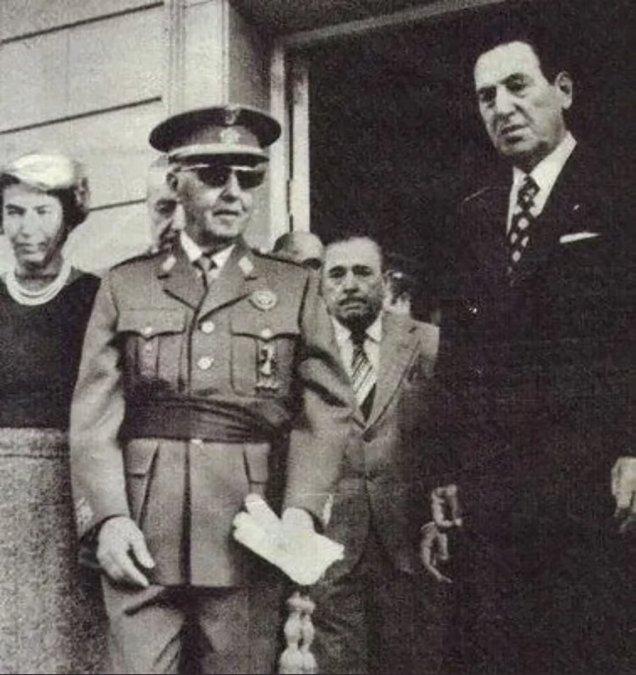 Franco en una de las pocas fotos que se lo ve cerca de Juan Domingo Perón.