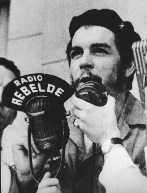El Che, Sierra Maestra y la Radio Rebelde