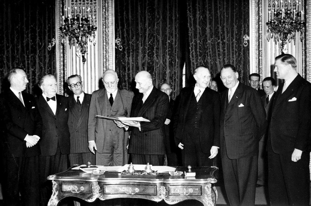 Firma del Tratado de París el 18 de abril de 1951
