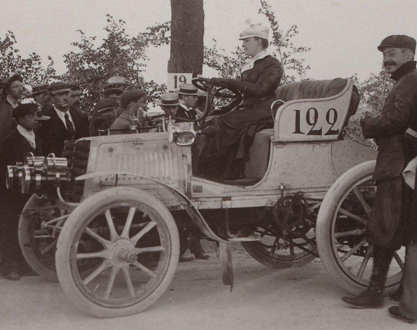 Camille du Gast: la Valquiria del Automóvil