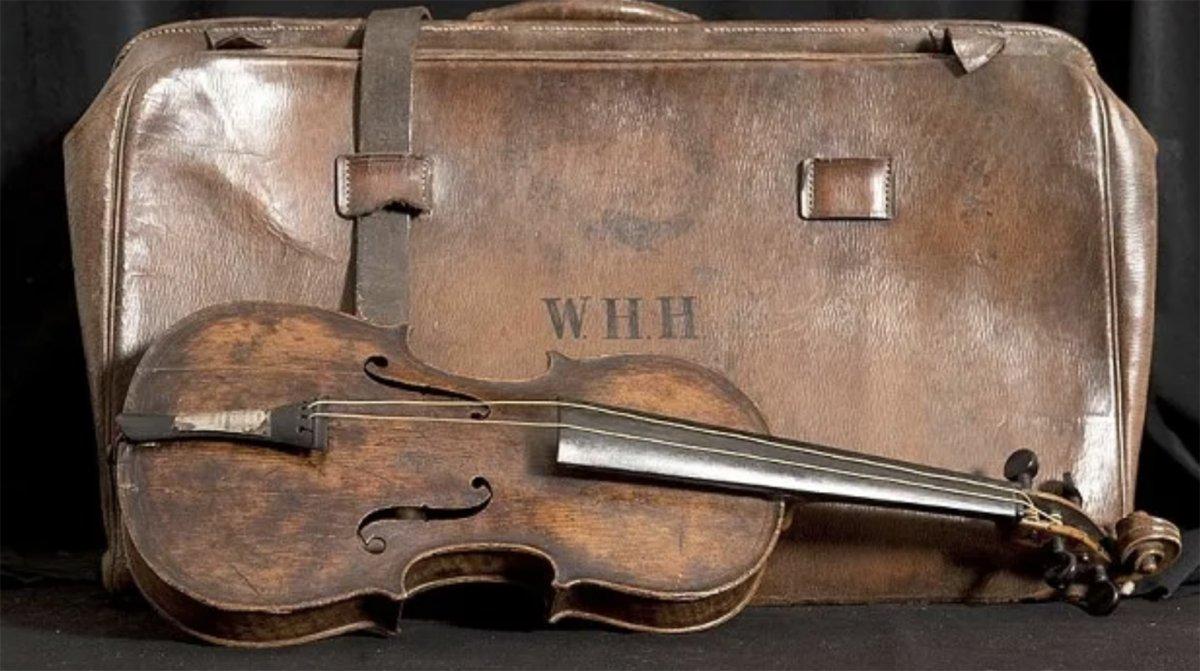 ...Y la orquesta siguió tocando: La historia de Wallace Hartley, el el violinista del Titanic