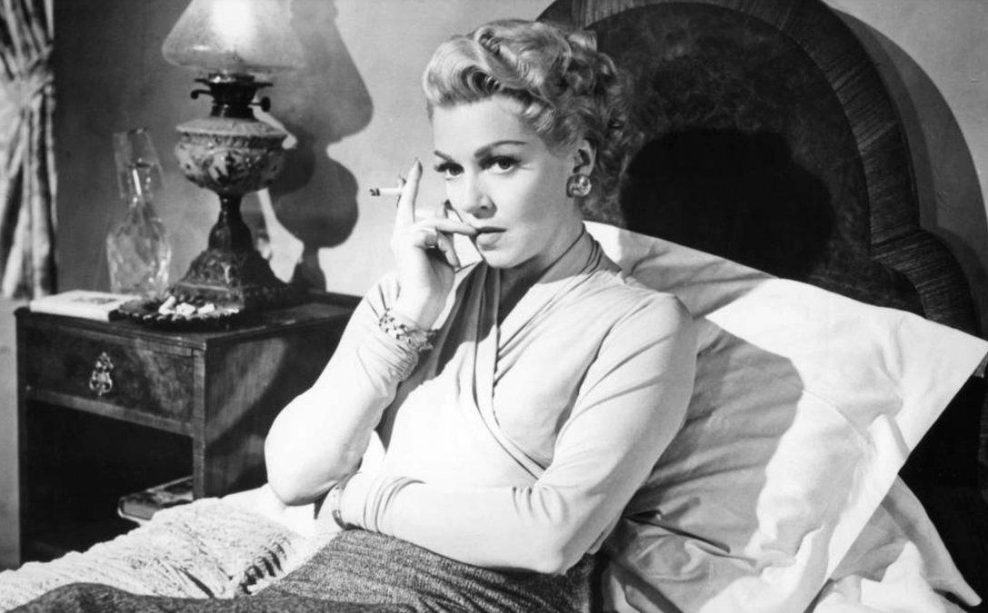 Lana Turner en una escena de la película Brumas de inquietud (1958).