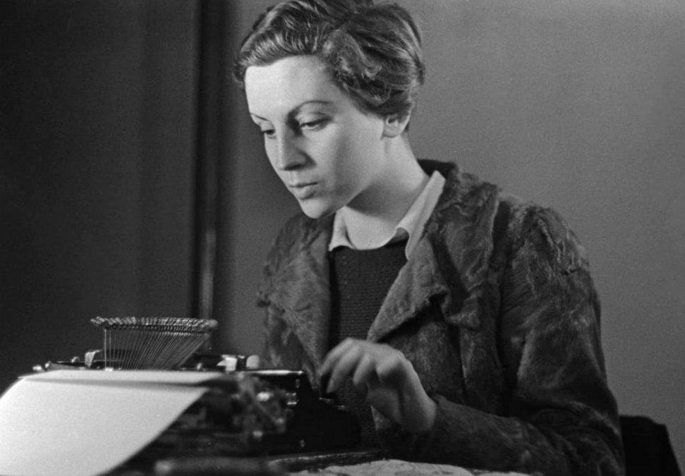 Gerda Taro, la primera fotoperiodista en cubrir y en morir al informar de una guerra
