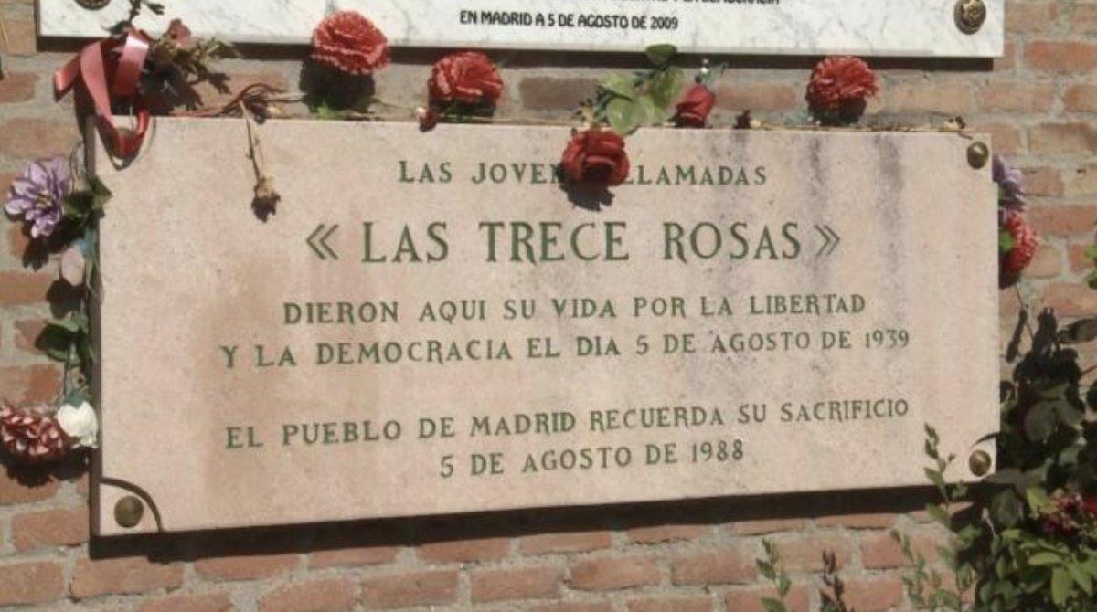 Monumento en homenaje a las Trece Rosas en el Cementerio de la Almudena de Madrid.