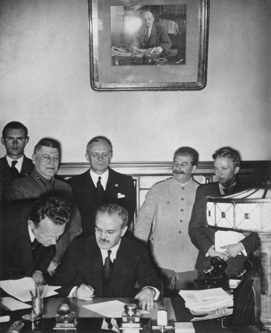 Pacto Ribbentrop-Mólotov: cuando los extremos se tocan