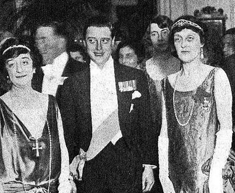 El  principe de Gales en la legacion de Gran Bretaña durante la recepcion  ofrecida en su honor