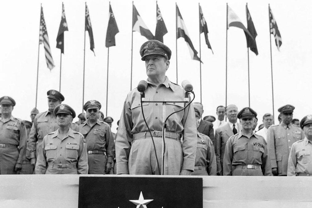 Douglas MacArthur: Los viejos soldados no mueren, sólo se desvanecen